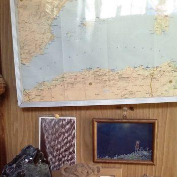 世界地図と一緒に展示!