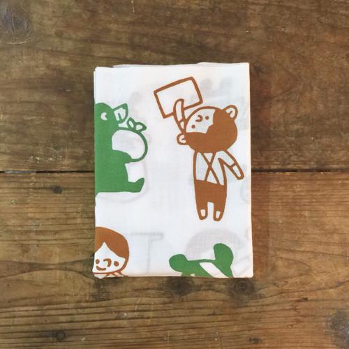 クマと子どもの手ぬぐい green & brown-1