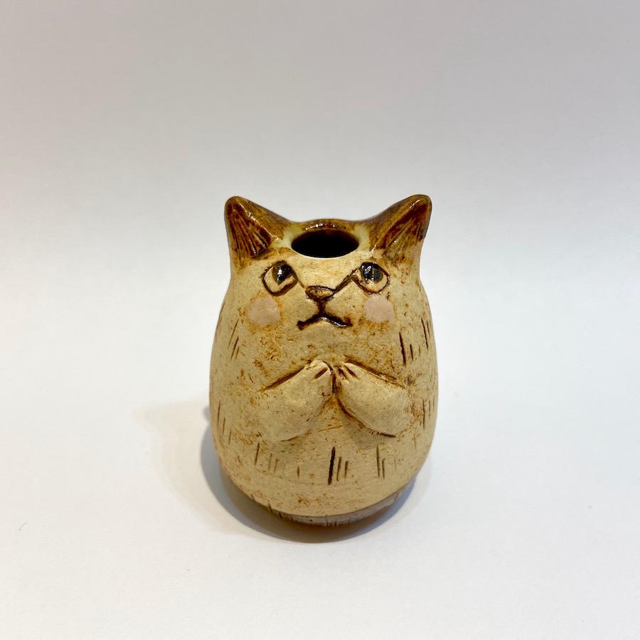ネコの花いれ(祈り)-1