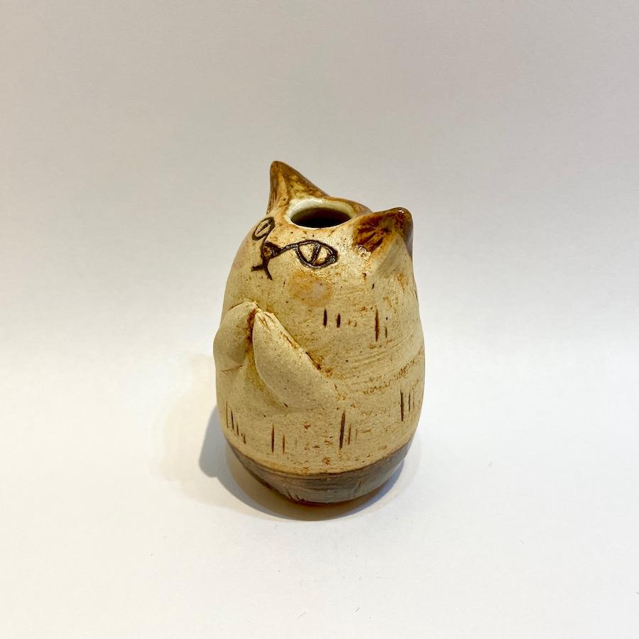 ネコの花いれ(祈り)-2