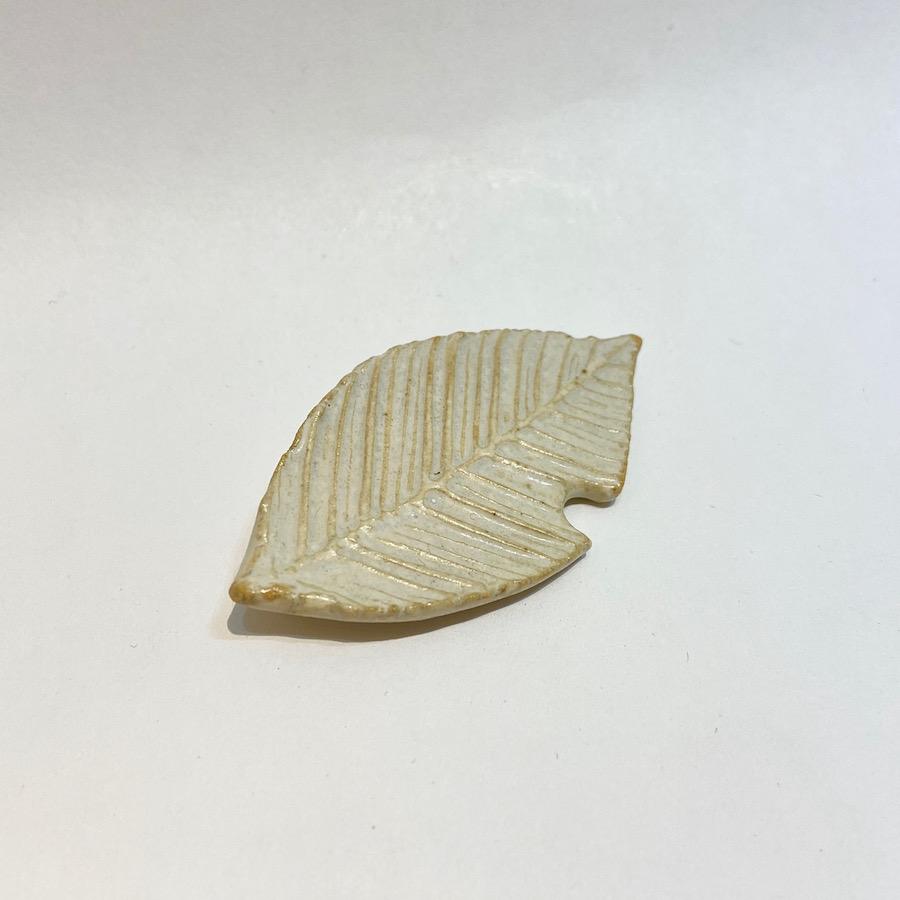 葉っぱ ブローチ-1