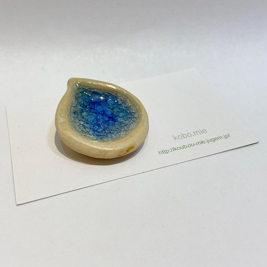 ブローチ(陶とガラス、シズク)-3